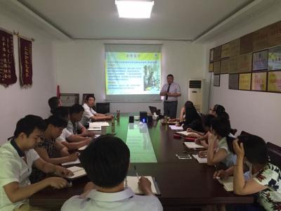 聘请北京金蓝盟企业管理顾问集团高级咨询师来公司做系统营销及销售团队能力提升训练